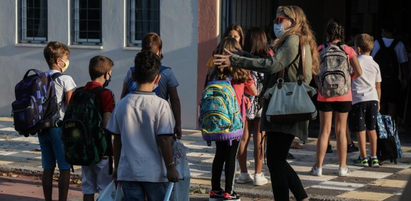 Με μάσκες και υγειονομικά μέτρα το πρώτο κουδούνι στα σχολεία της Μυκόνου